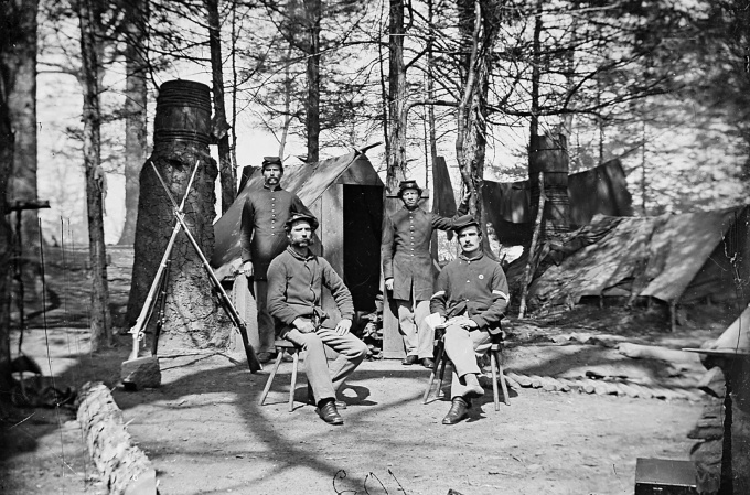 union-soldiers-winter-camp